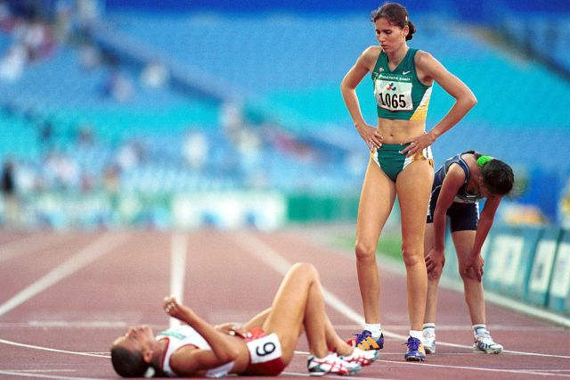 © Sport the library/Tom Putt Sydney 2000 Paralympic Games Athletics - Patricia Flavel (AUS) at finish line